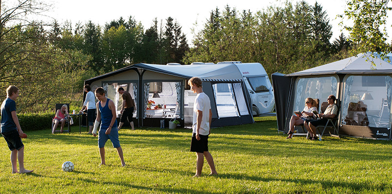 Campingferie i Danmark. Campingvogn med familien og hvad det koster.