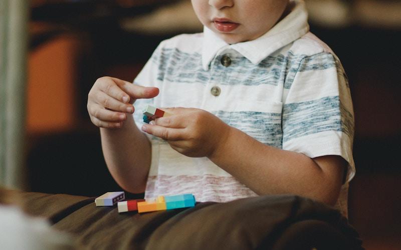 Børn penge opdragelse lege lego