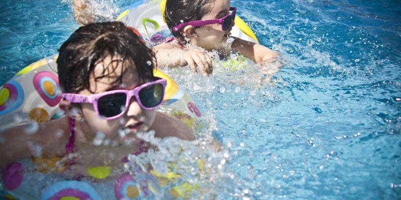 ferie charter kør-selv badeland familie sommerferie