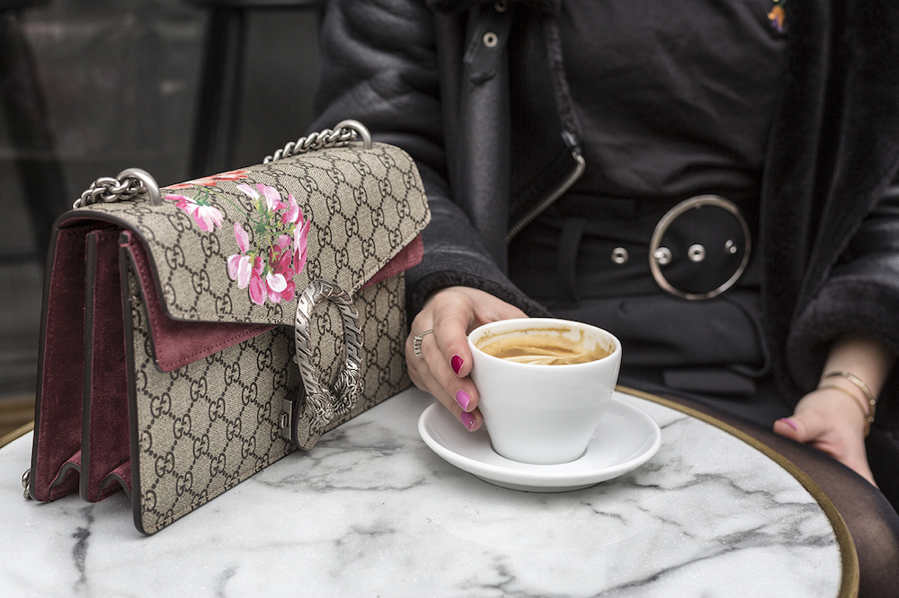 Studerende køber Gucci taske